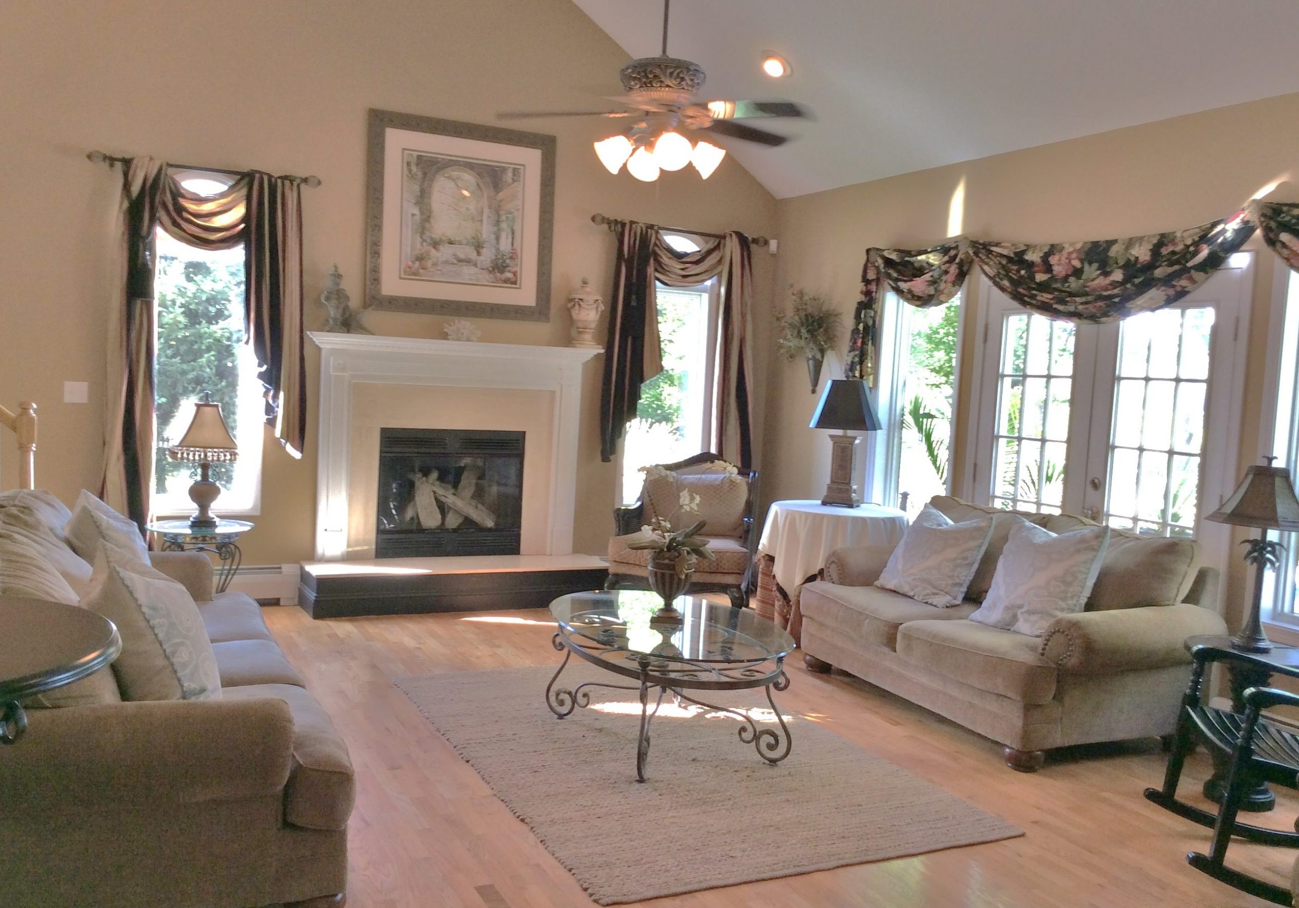 Interior decorating home staging home decor for Staging small living room